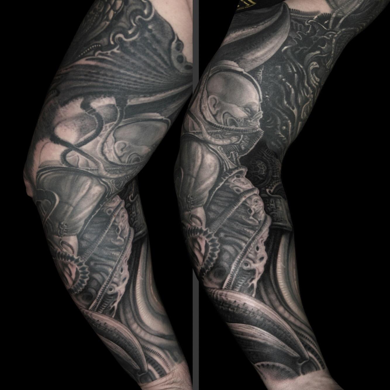 Peter Udvari Biomechanik Tempel Munchen Piercing Tattoo